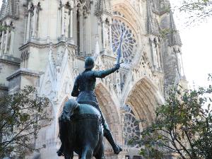 Reims::Grabación de la Catedral y de la Basílica de Saint-Remi, donde se conservan las reliquias de San Remigio.