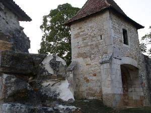 Vaucouleurs::Grabación de los exteriores del castillo del Sr. Robert de Baudricourt. Grabación del interior de la cripta que conserva una imagen delante de la cual rezaba Juana cuando iba.